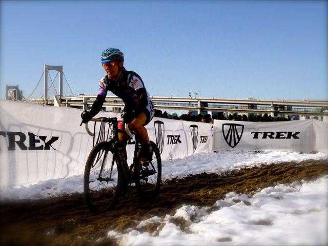 今年もお台場海浜公園で開催されたシクロクロス東京2014大会当日のコンディションは大雪