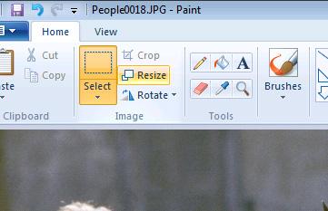 「選択(Select)」の右隣にある「トリミング(Crop)」を押すと画像を切り抜けます。