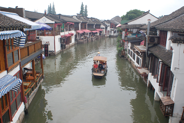 この手漕ぎ観光船は6人乗りで、運賃は一人1300円ていどから。