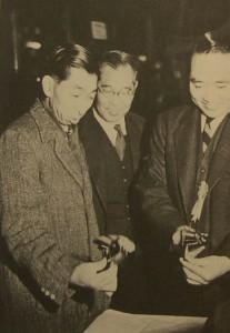 高松宮は海軍総帥だった縁で伊藤と密に諮り、折に触れて日本電子を訪ね、日本電子を強力にバックアップした。